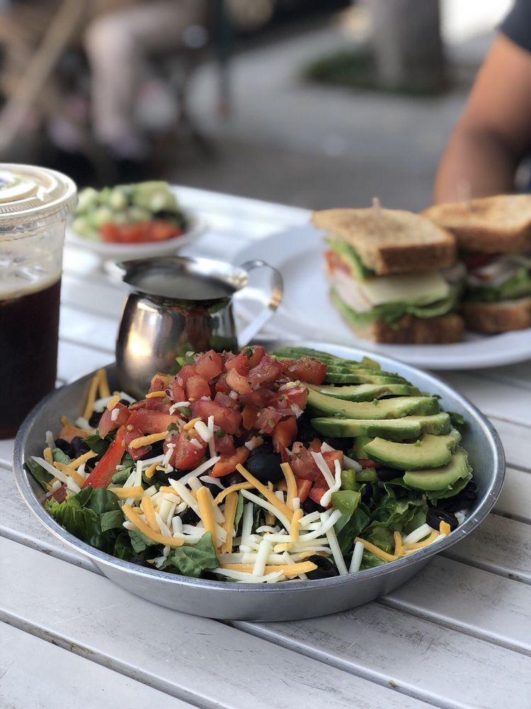 Rialto Cafe: 108 W Wilshire Ave, Fullerton, CA