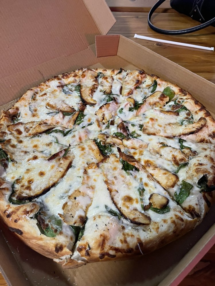 The Pizza Kitchen at Della's: 3510 Hwy 59 N, Shepherd, TX