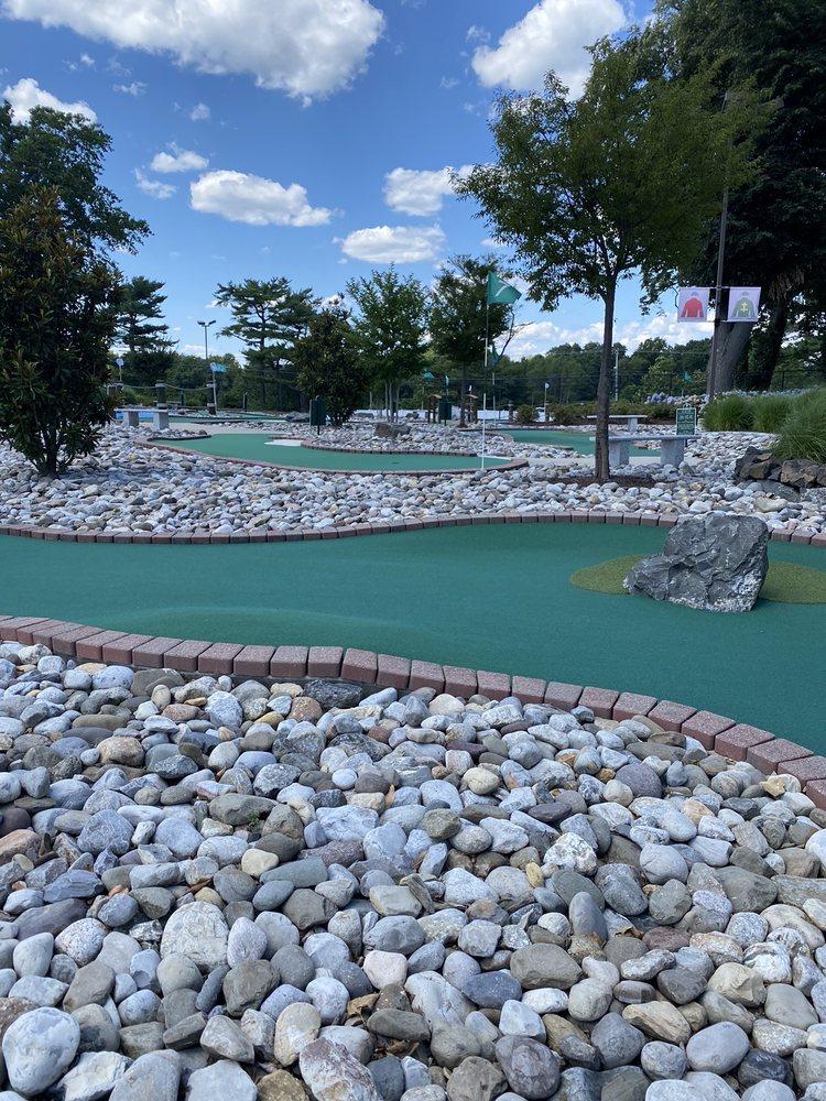 Bluegrass Mini Golf: 175 Oceanport Ave, Oceanport, NJ