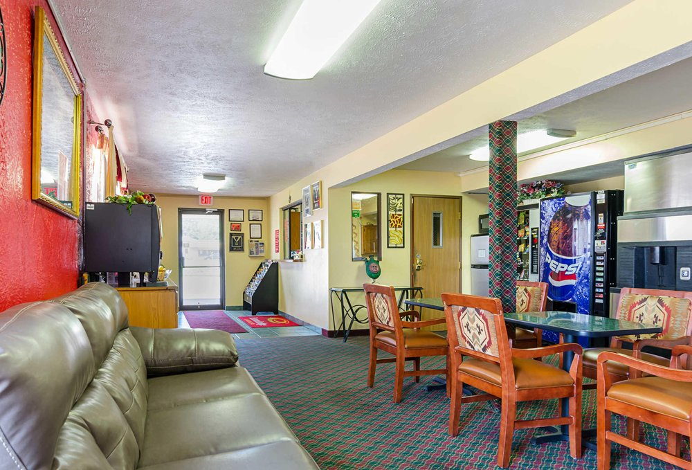 Econo Lodge Lansing - Leavenworth: 504 N Main St, Lansing, KS