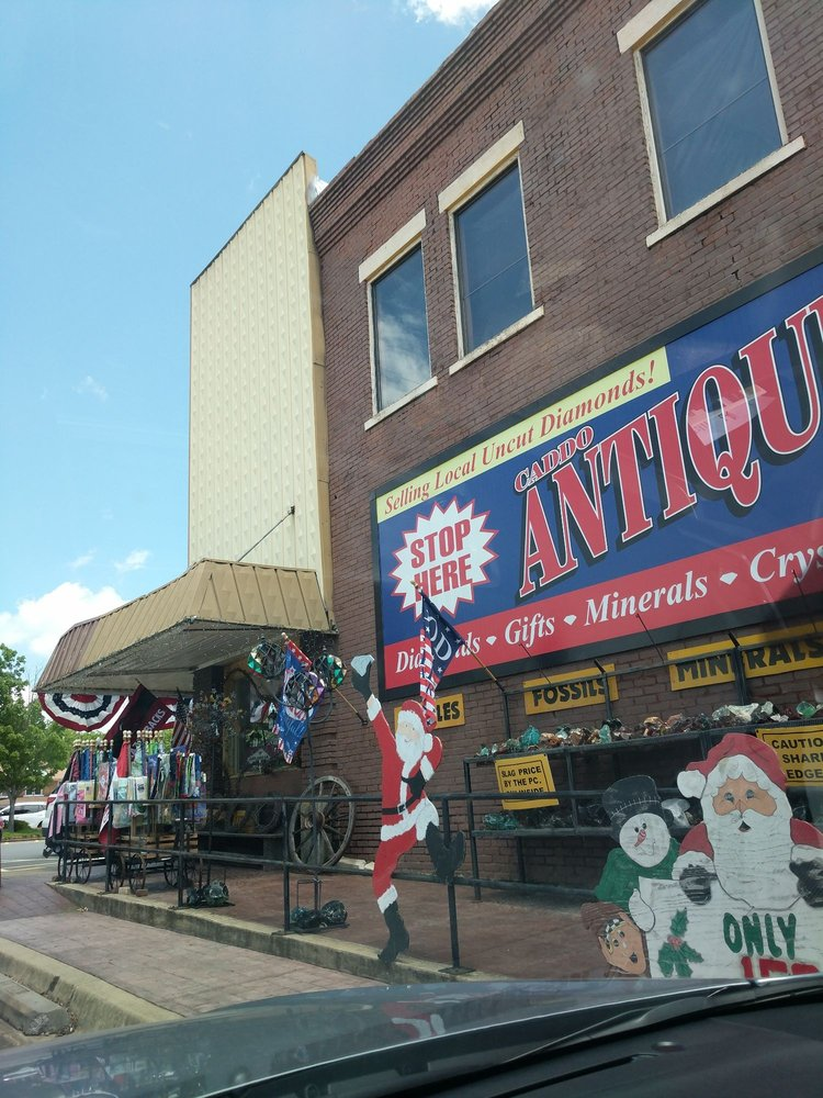 Caddo Antiques & Gifts: 27 Courthouse Sq, Murfreesboro, AR