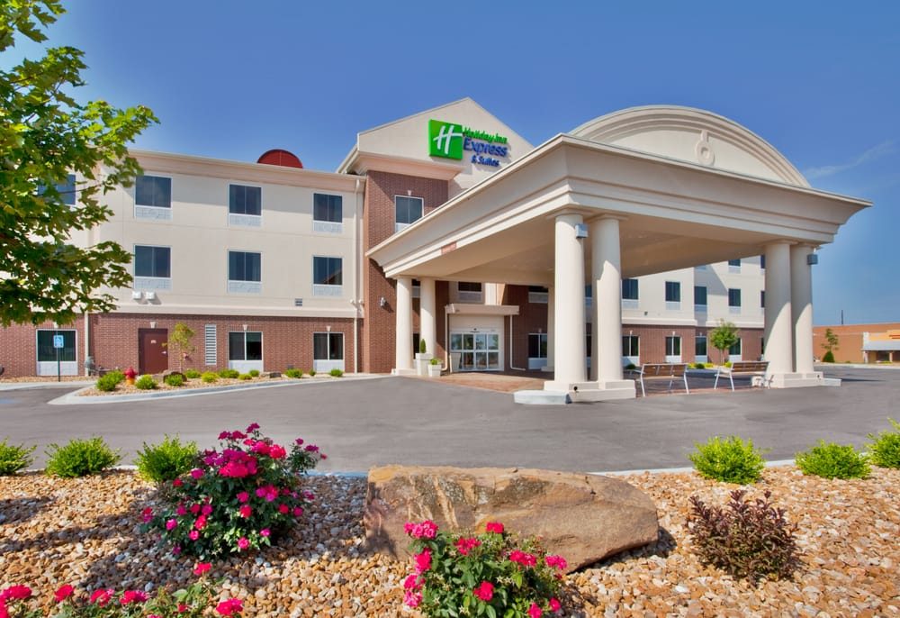 Holiday Inn Express & Suites Sedalia: 4001 W Broadway, Sedalia, MO