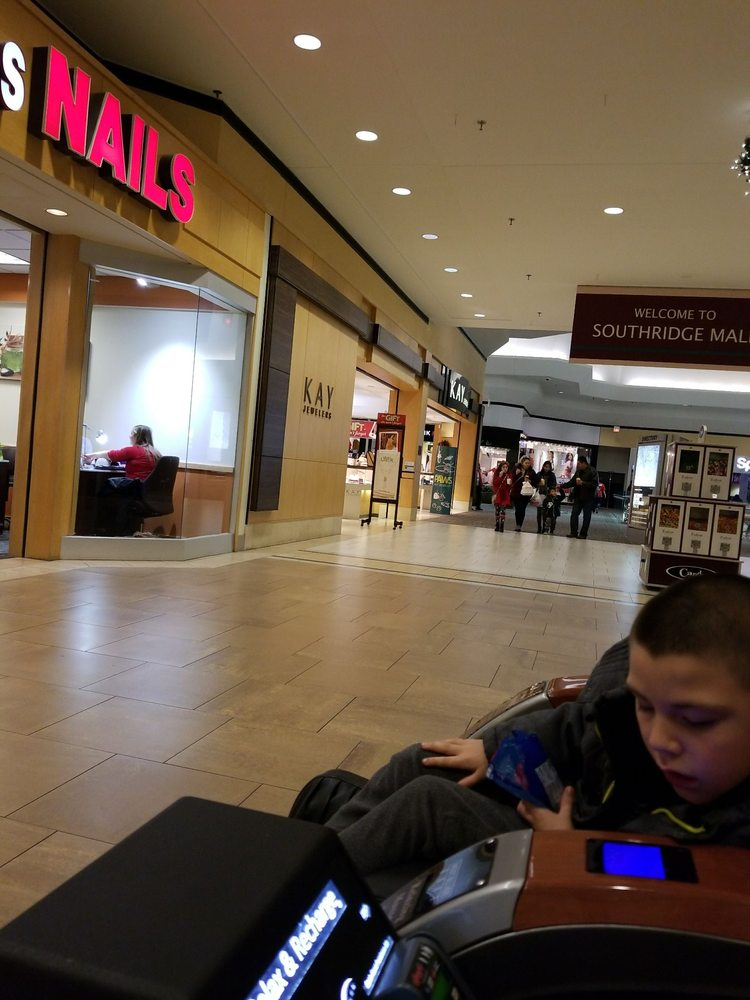 Southridge Mall: 5300 S 76th St, Greendale, WI