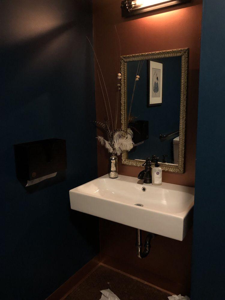 Phatsy Kline's Parlor Lounge: 139 2nd St, Eureka, CA