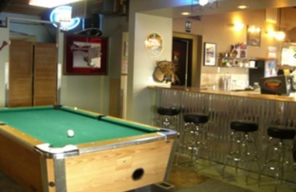Anglers Restaurant & Lounge: 34 N Mariposa Dr, Tygh Valley, OR