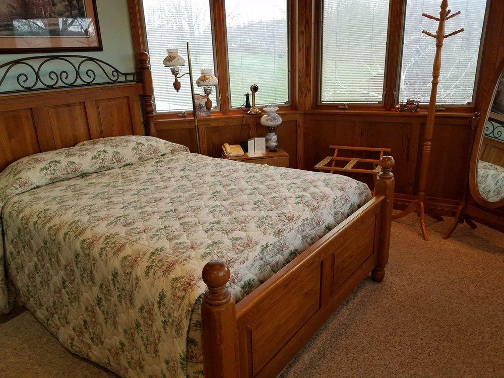 Red Barn Village Bed & Breakfast: 1826 Red Barn Village Rd, Clarks Summit, PA