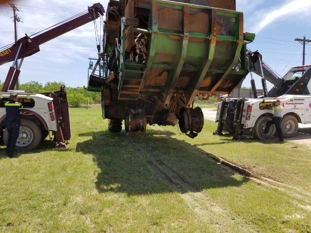 O'Bar Wrecker Service: 3120 Plum St, Abilene, TX