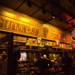 Guinness Tavern - Paris, France. Muitas cervejas