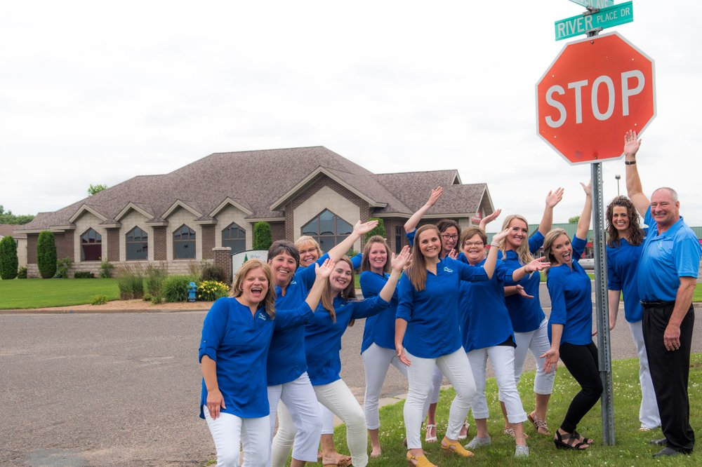 Lee Rollyn, DDS: 1030 River Place Dr, Amery, WI