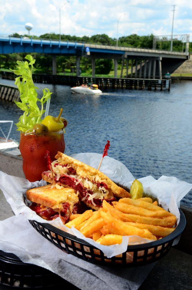 Blackwater Inn Restaurant & Lounge: 55716 Front St, Astor, FL