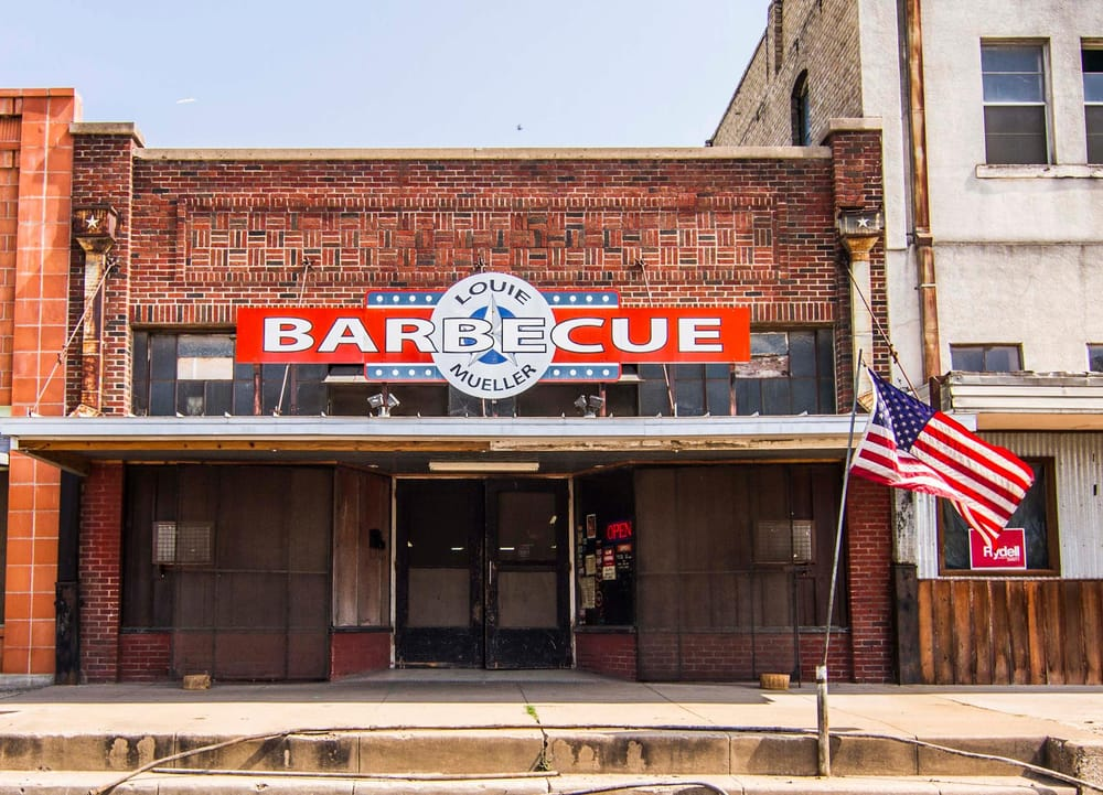 Louie Mueller Barbecue: 206 W 2nd St, Taylor, TX