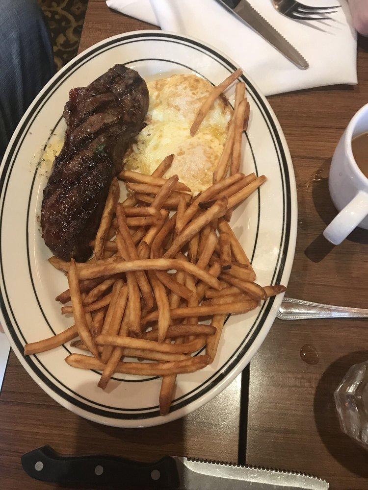Mimi's Cafe: 21015 Dulles Town Cir, Sterling, VA