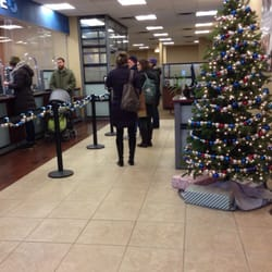 photo of chase bank chicago il united states xmas line - Chase Bank Open Christmas Eve