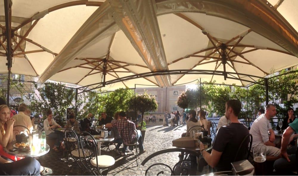 Photo of La Bottega del Caffè - Roma, Italy. Florescenze sole ed una chitarra che nn potete ascoltare!!!