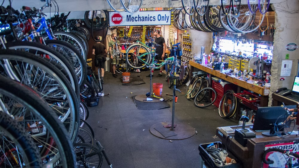 the bike fixers 15 fotos 55 beitr ge fahrrad 2410 n murray ave murray hill milwaukee. Black Bedroom Furniture Sets. Home Design Ideas