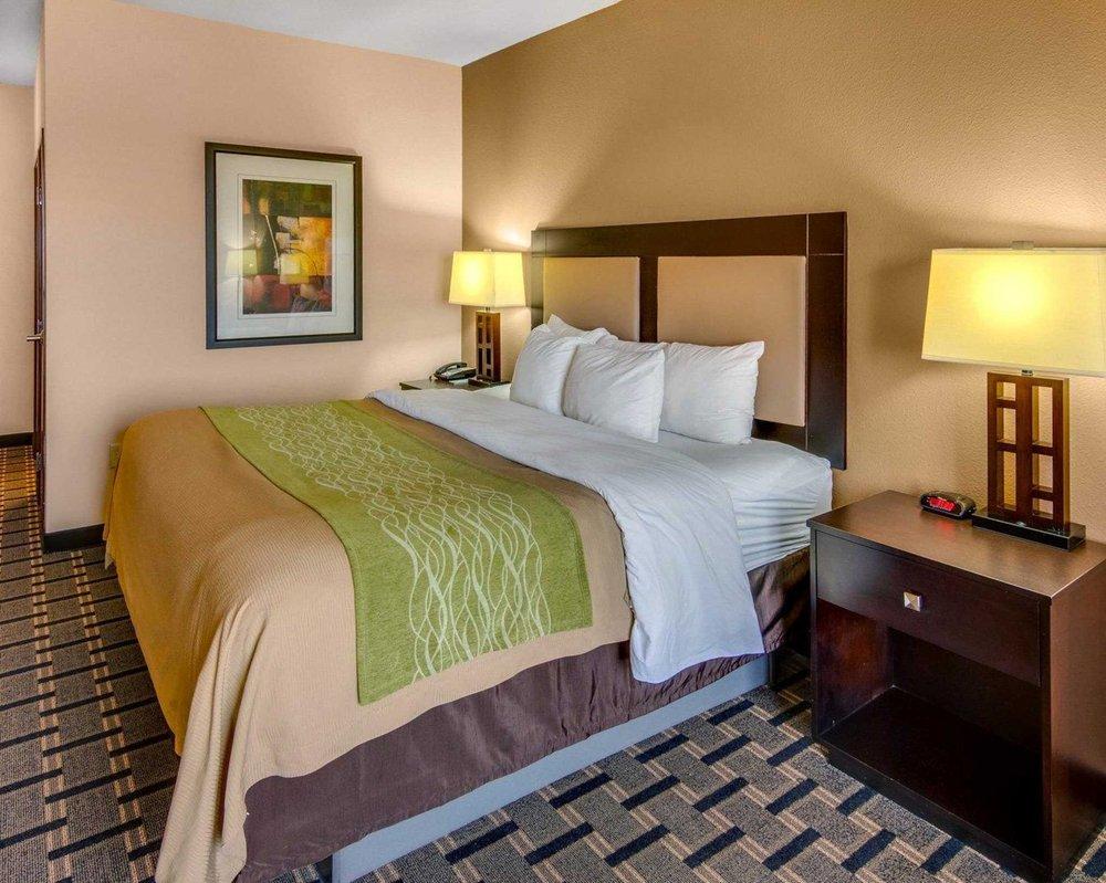 Comfort Inn & Suites Paris: 3035 NE Loop 286, Paris, TX