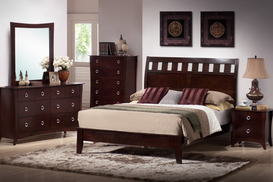 Bergamo Cherry Wood Finish Queen Bed Nightstand Mirror Dresser