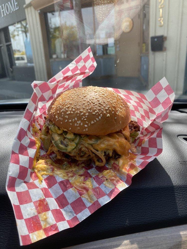 Hot Mess Burgers & Fries: 212 W Kennewick Ave, Kennewick, WA