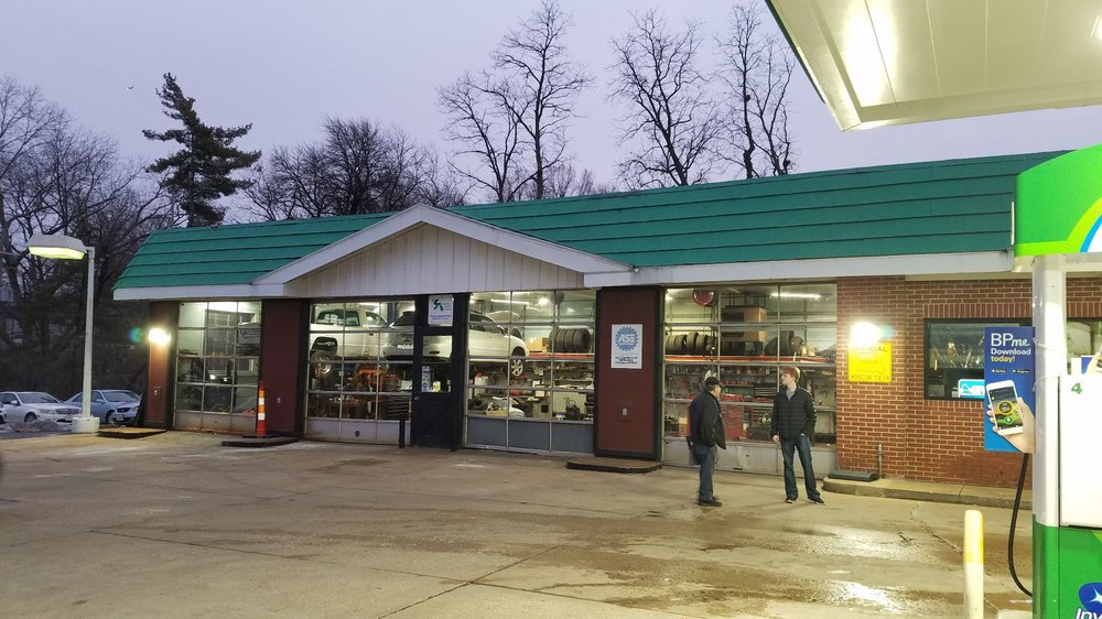 BP Gas Station: 7830 Clayton Rd, Saint Louis, MO