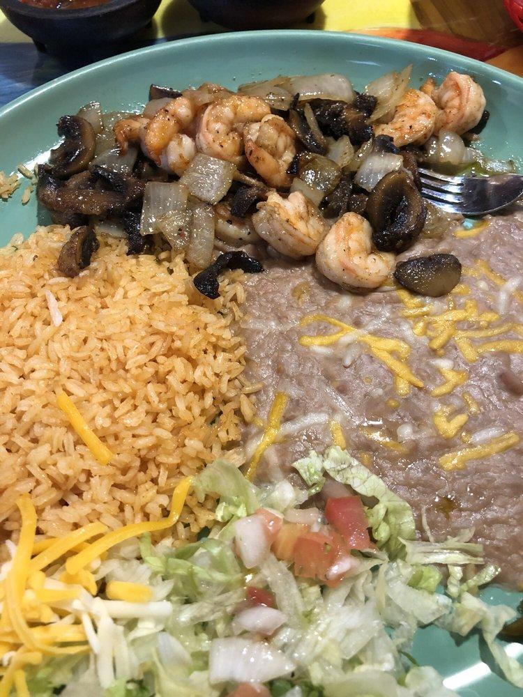 Cuautla Jalisco Family Mexican Restaurant: 223 N Elm St, Cresco, IA
