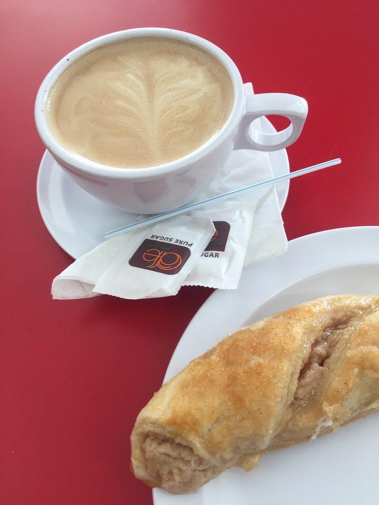 Fili's Cafe: Calle Principal I2, Fajardo, PR