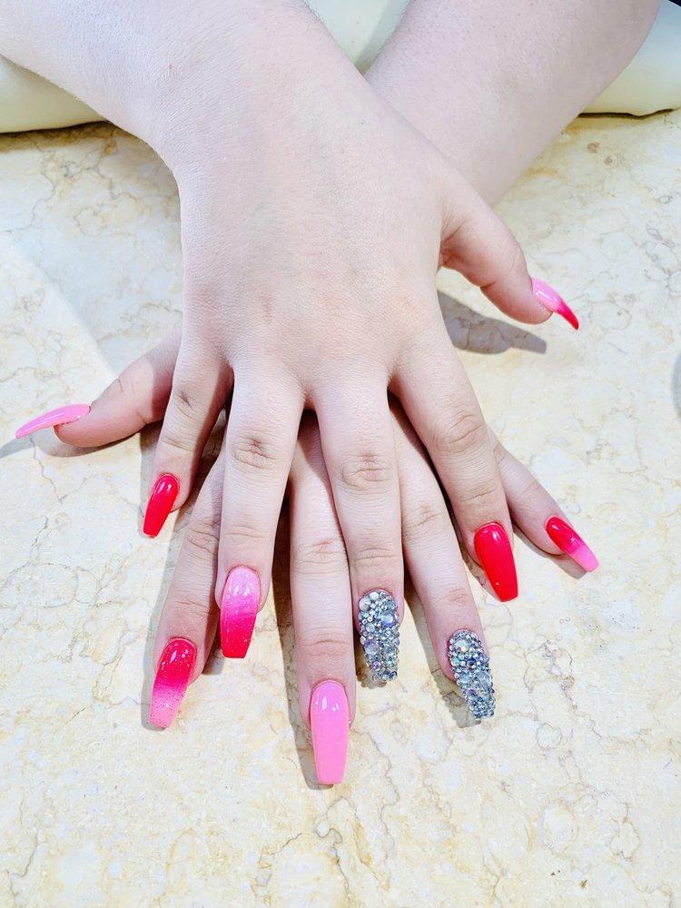 Cat Nails: 15238 Isabella Dr, Big Rapids, MI
