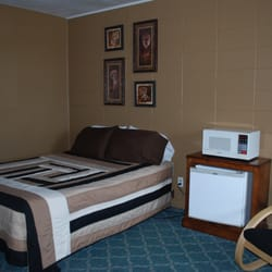 Photo Of Viking Motel Montevideo Mn United States Queen Bed