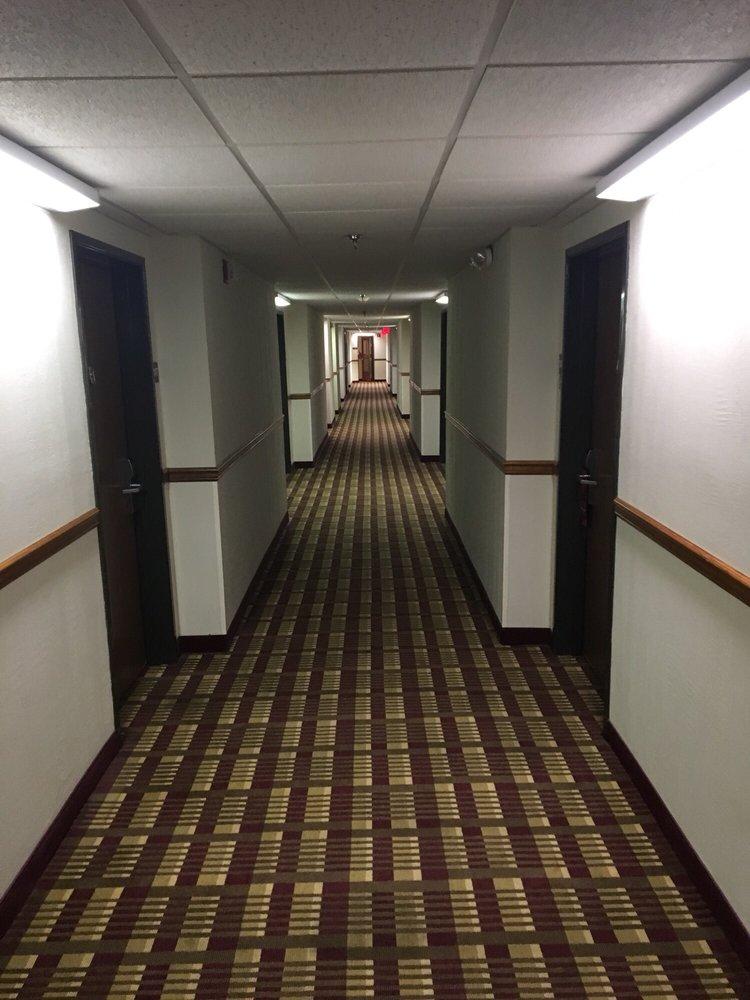 Magnuson Hotel on the Lake Clarksville: 103 2nd St, Clarksville, VA