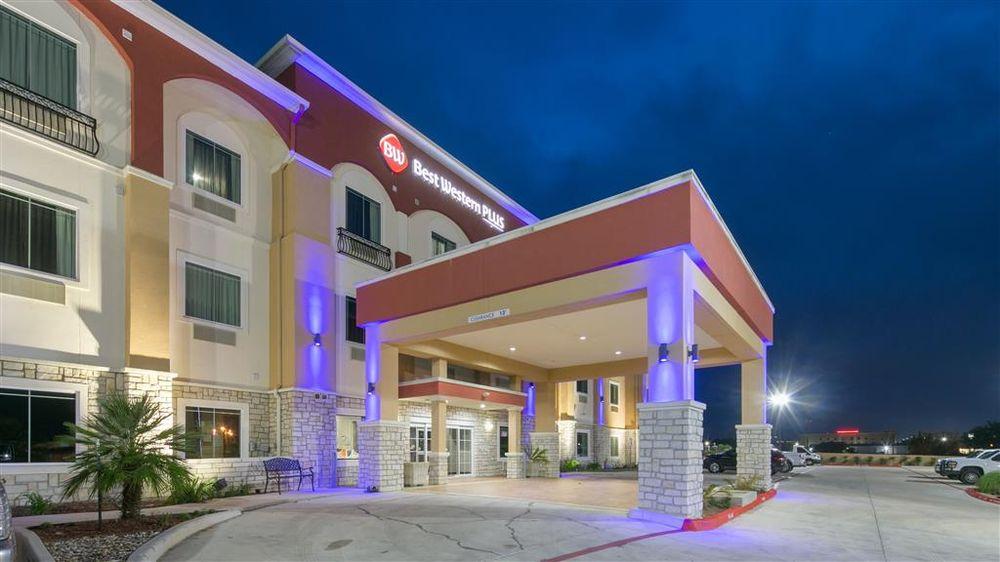 Best Western Plus Pleasanton Hotel: 1917 W Oaklawn Rd, Pleasanton, TX