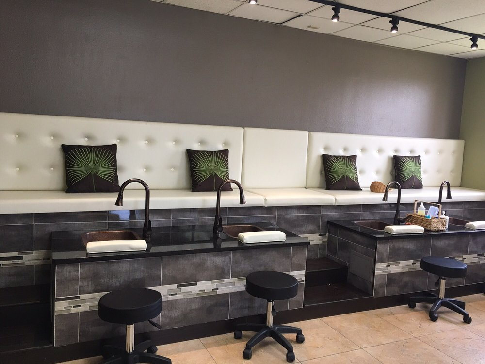 A Royal Pampering: 4401 E Colonial Dr, Orlando, FL