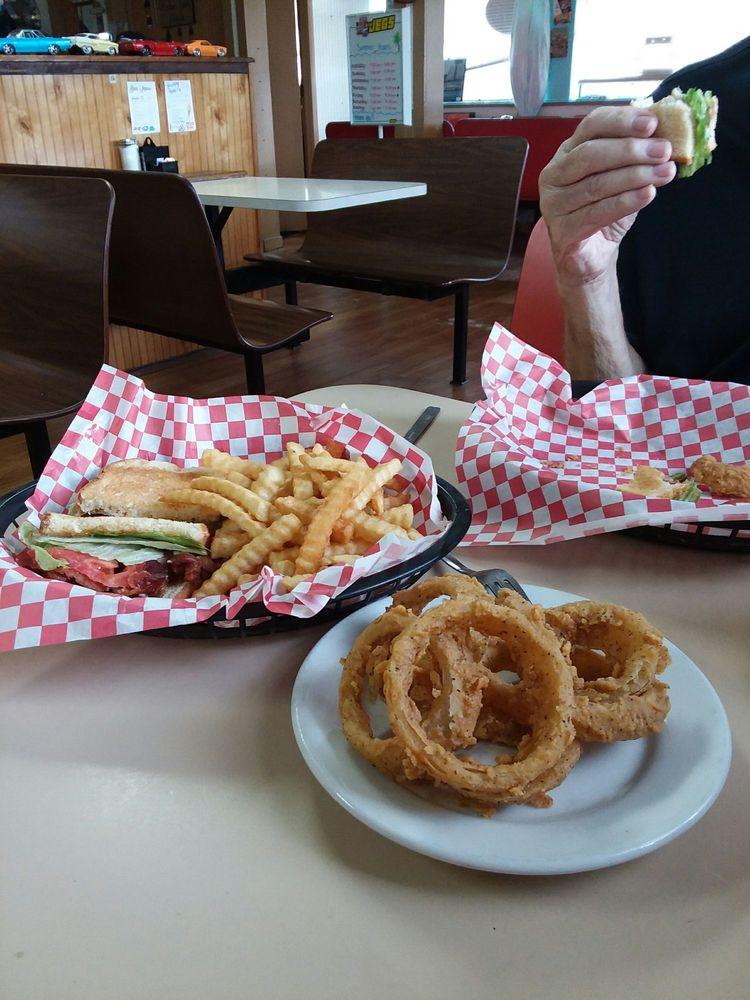 Classic Cafe: 17500 NE US Hwy 301, Waldo, FL