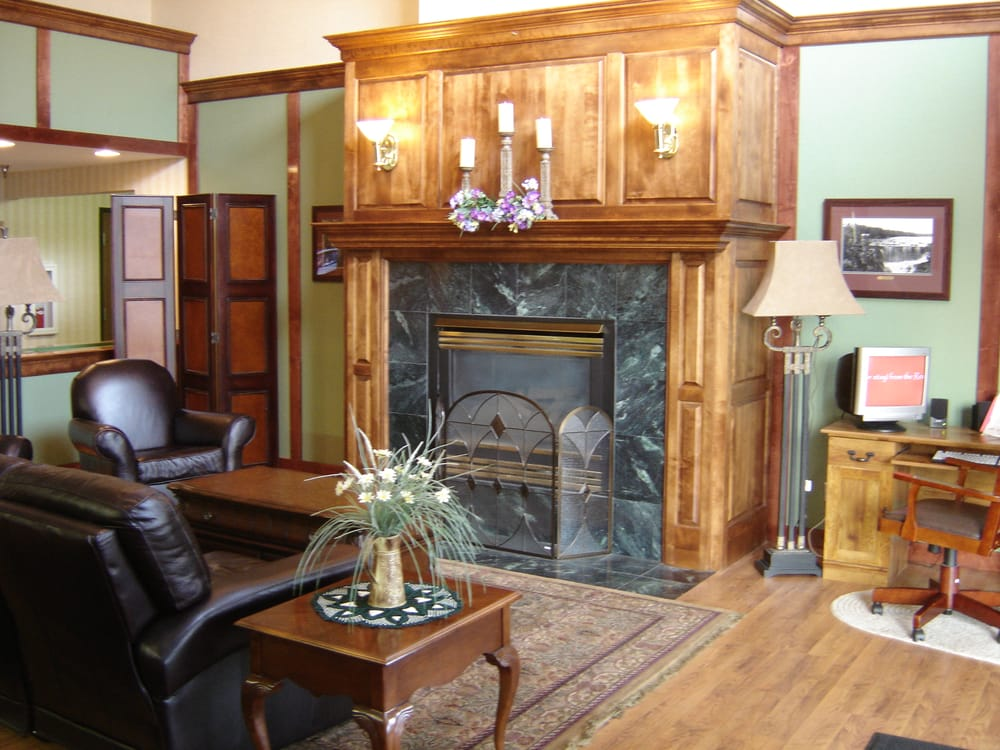 Redwood Valley Lodge: 1382 E Bridge St, Redwood Falls, MN