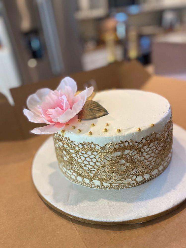 Sweet Magnolia Bakery Cafe: 182 Laurel St, Florence, OR