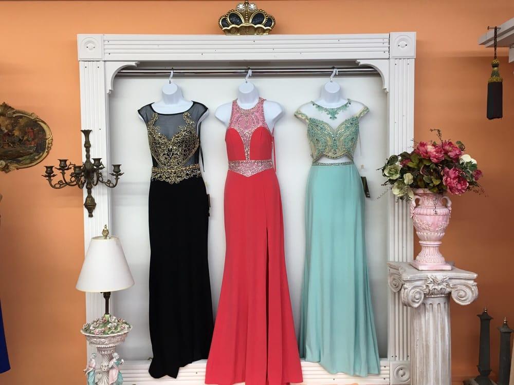 LA Fashion Mart: 4040 W Belmont Ave, Chicago, IL