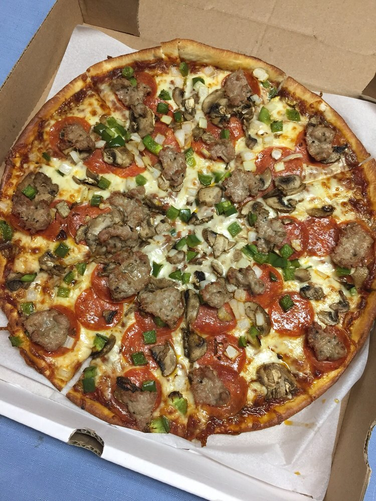 Master Pizza: 152 Bell St, Chagrin Falls, OH