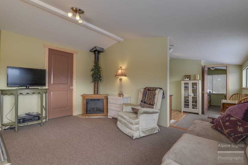 Mountain View Lodge: 2408 Flowery Trail Rd, Chewelah, WA
