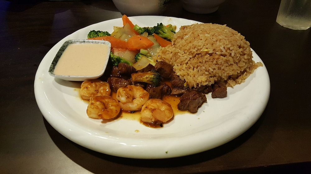 Sumo Japanese Steakhouse & Sushi Bar: 2300 E Parkway Dr, Russellville, AR