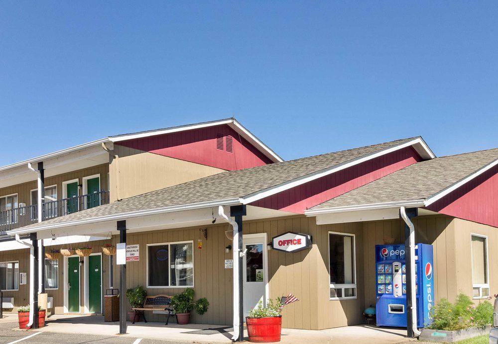 Rodeway Inn: 2684 State 371 SW, Pine River, MN