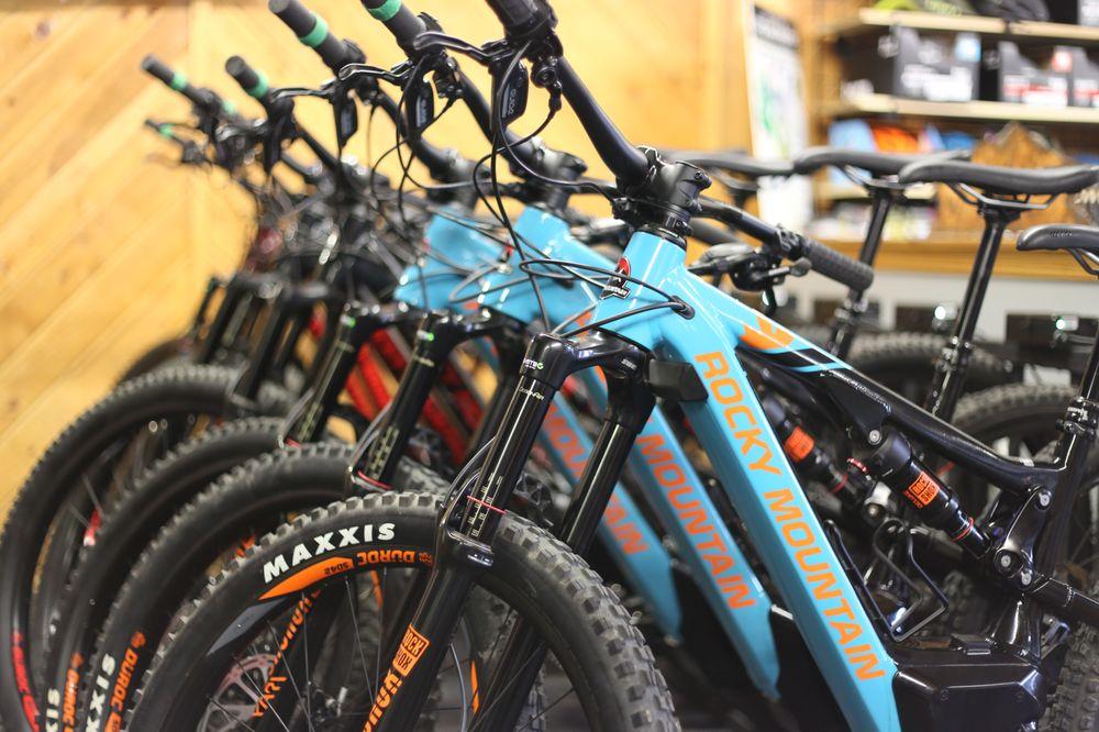 Board House and Bike Shop: 1137 Mechem Dr, Ruidoso, NM