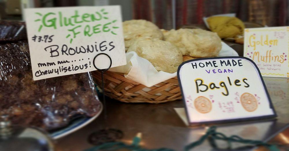 Big Kahunas Cafe & Grill: 380 Daniel Webster Hwy, Merrimack, NH