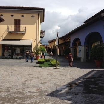 Franciacorta Outlet Village - 24 Fotos - Outlet - Via del Borgo 46 ...