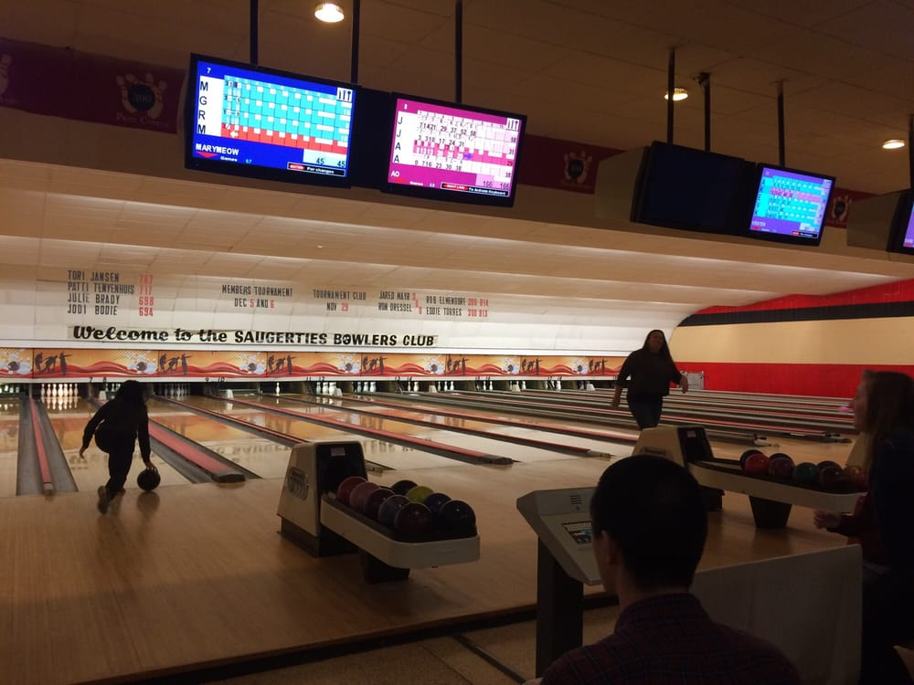 Bowlers Club: Simmons Plz, Saugerties, NY
