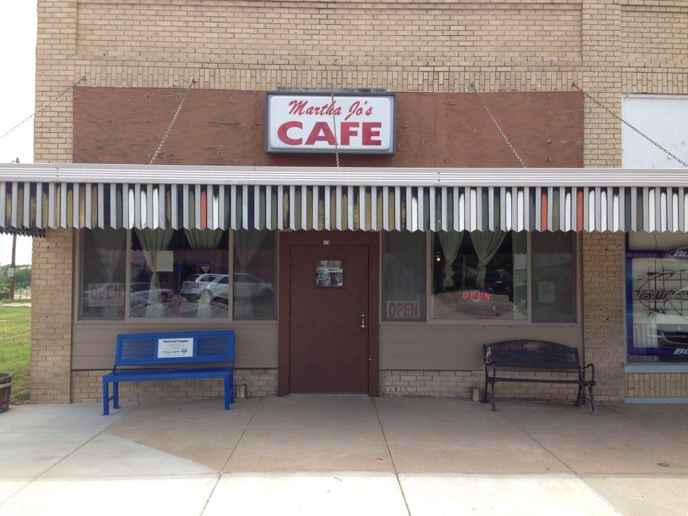 Yellow Rose Lounge: 118 Center Ave, Curtis, NE