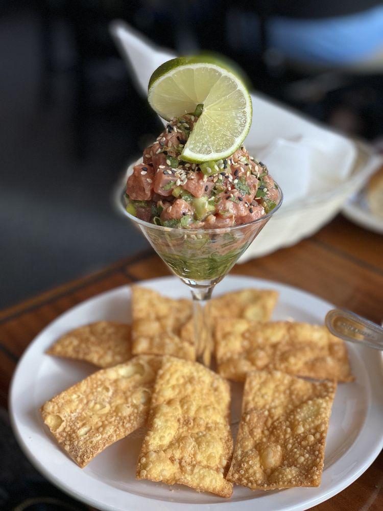 Dinky's Waterfront Restaurant: 57980 Highway 12, Hatteras, NC