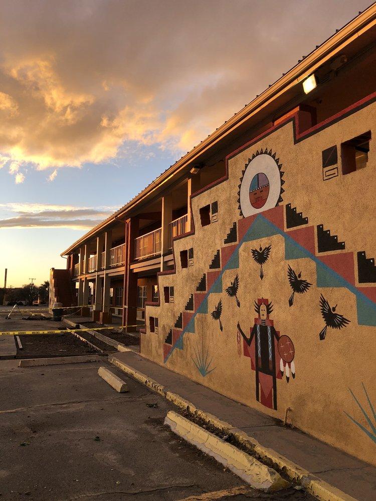 Magnuson Hotel Alamogordo Suites: 1021 S White Sands Blvd, Alamogordo, NM