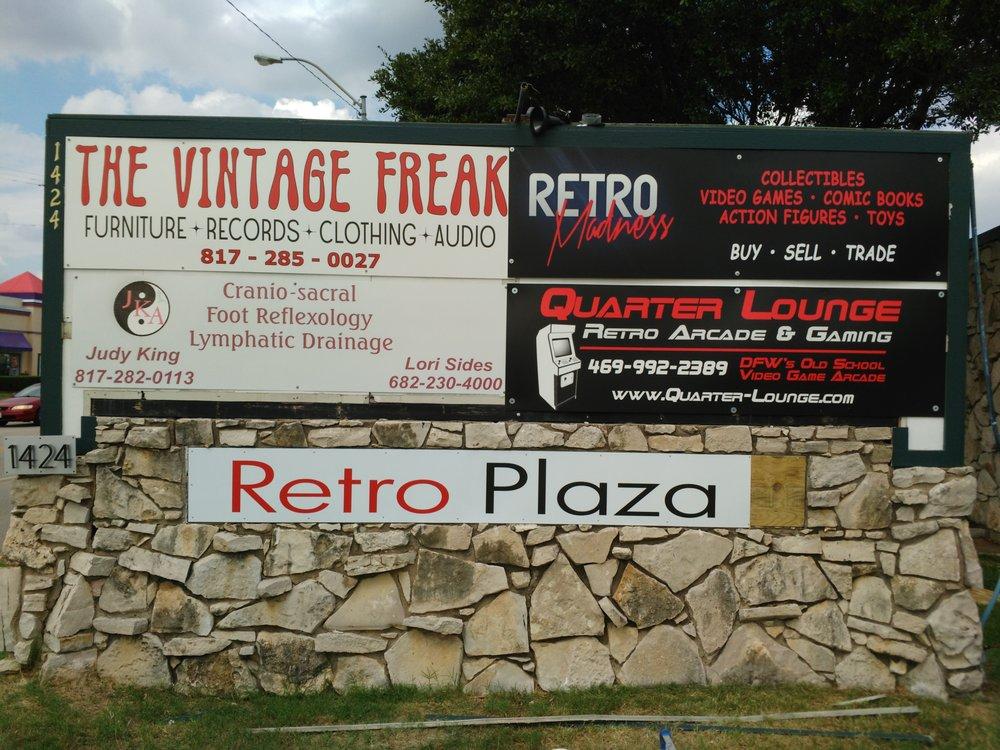 Retro Madness: 1424 Brown Trl, Bedford, TX
