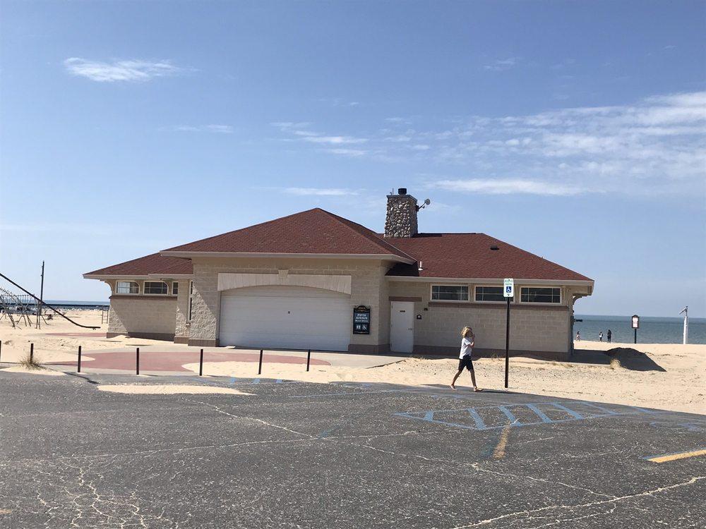 5th Avenue Beach: 108 N Lakeshore Dr, Manistee, MI