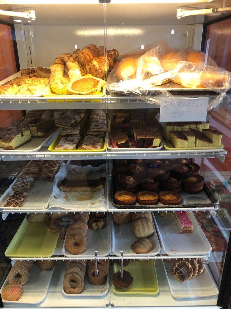 El Guanaco Bakery & Café: 849 E 7th St, St Paul, MN