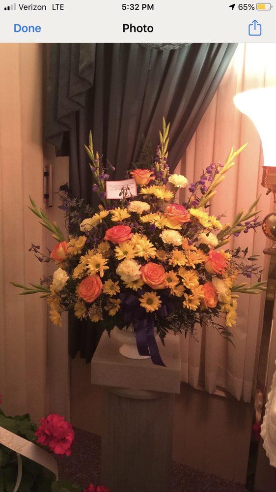 Danville Florist: 101 S Washington St, Danville, IN