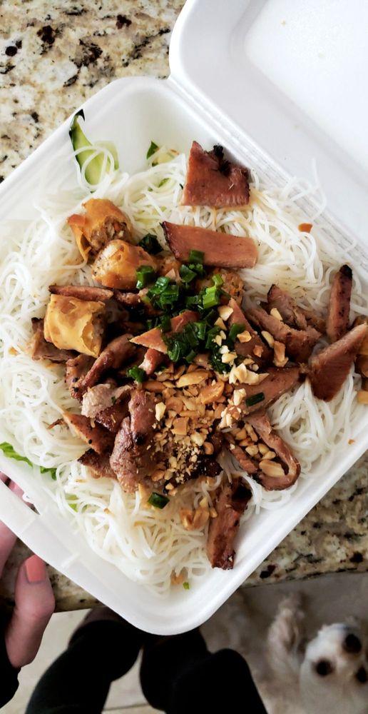 Saigon Cafe: 220 SW Hk Dodgen Lp, Temple, TX